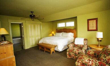 Sunset Suite (Upstairs), Inn at Ship Bay